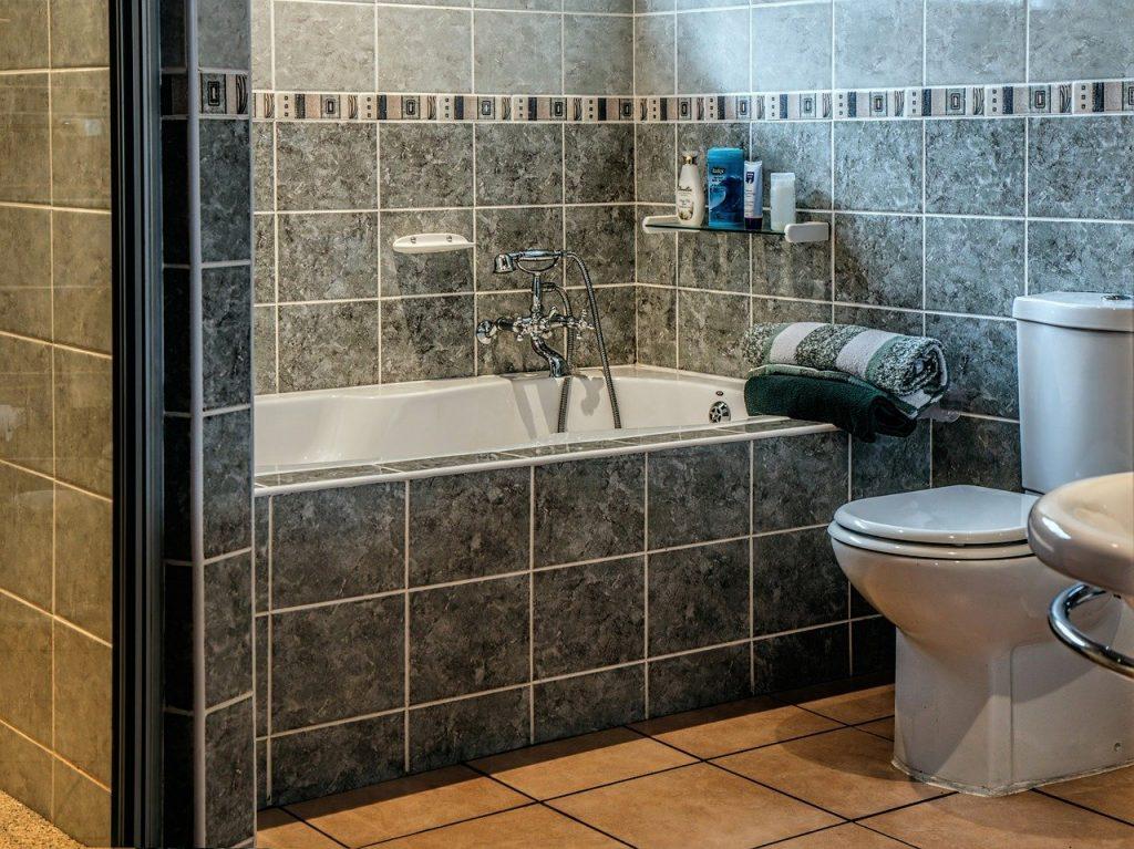 Homes - Bathroom Bath Tub Toilet Bathtub