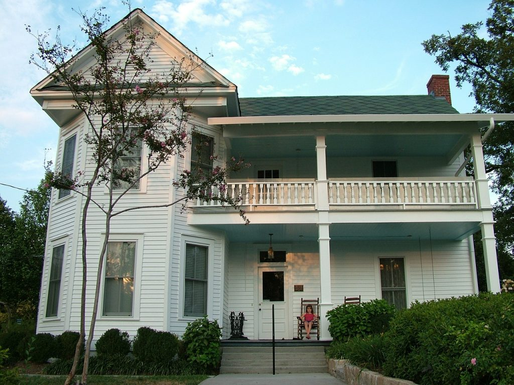 Homes - Farm House Dunwoody Building